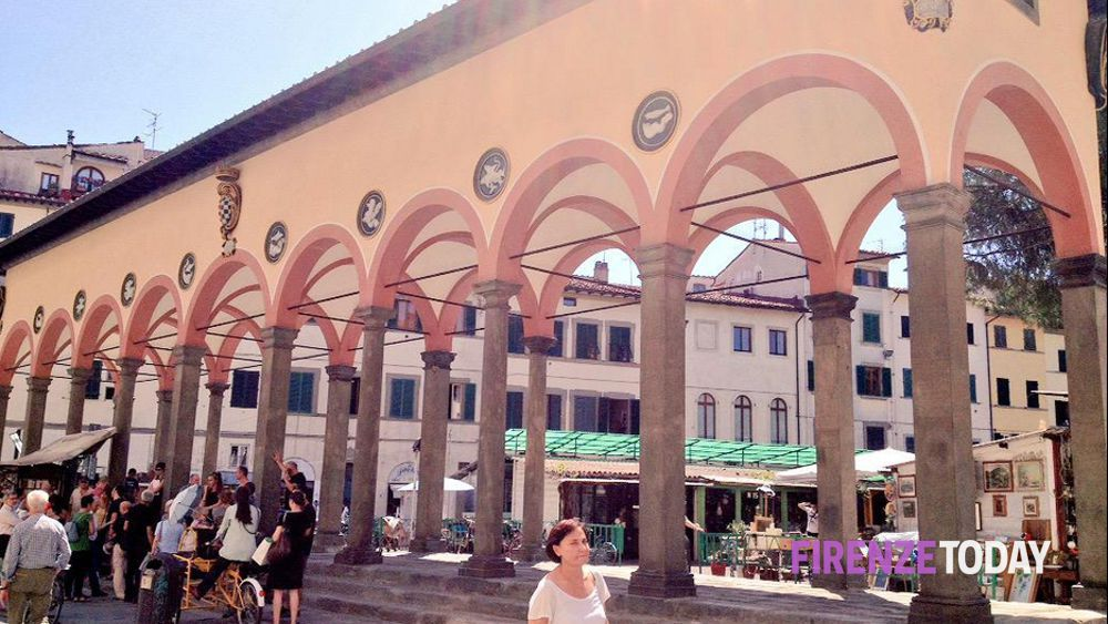 Piazza dei ciompi inaugurata dopo il restauro la loggia for Piazza dei ciompi