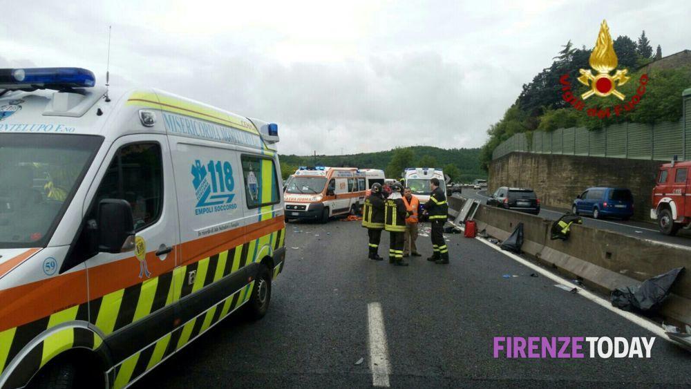 Minibus si schianta sulla fi pi li nove feriti due gravi - Ansa bagno a ripoli ...