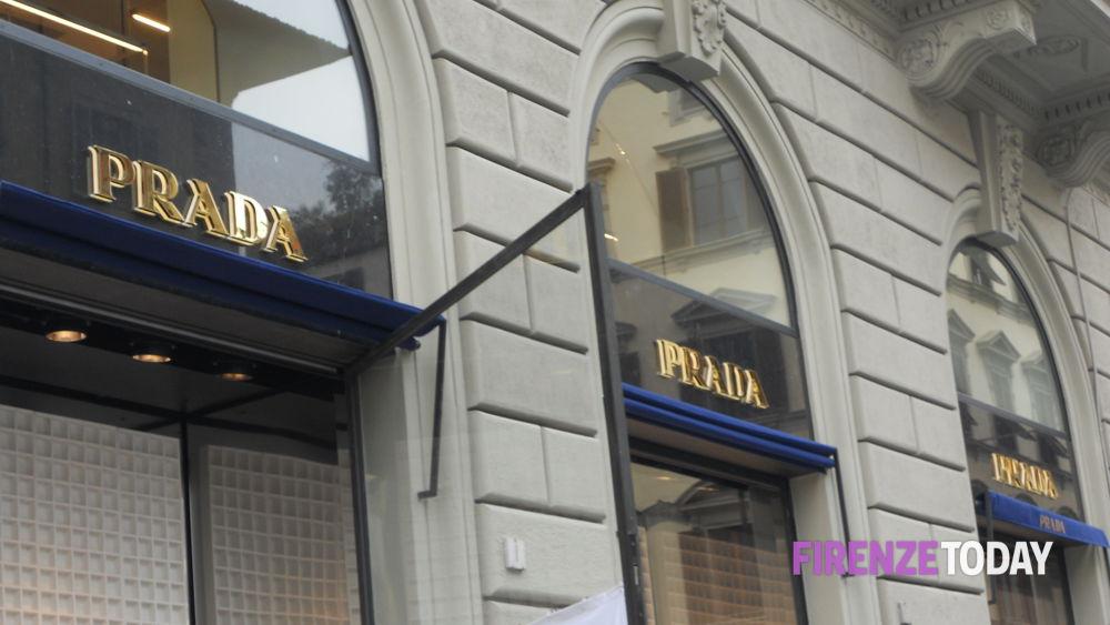 outlet store 59472 26191 Centro, apre il negozio Prada in via Roma